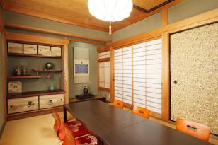 落ち着いた純和風の個室です。周りを気にすることなく、ゆっくりとお過ごしいただけます。